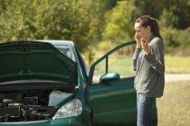 Čelní sklo poškodil kamínek z letadla? I takovou nehodu řeší pojišťovny